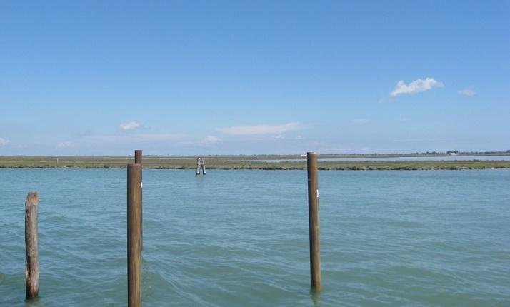 Nel reticolo di fiumi e lagune e barene e canali veneti, seguendo le tracce di Ernest Hemingway