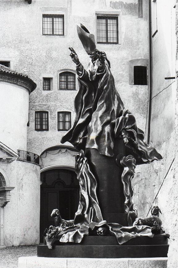 Il monumento a Paolo VI al Sacro Monte di Varese